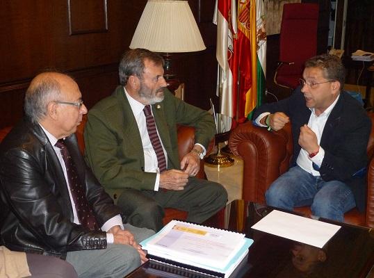 Juan Lillo, Francisco Huertas y José Martín han mantenido una reunión en el Ayuntamiento de Andújar.