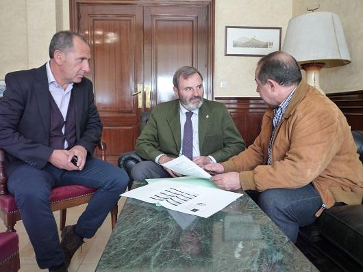 Un momento de la reunión mantenida entre Juan Lillo, Ildefonso Ruíz y Rafael Ortega.