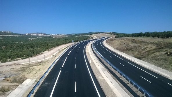 La Autovía del Olivar, recién construida, antes de su puesta en servicio, prevista para ayer.