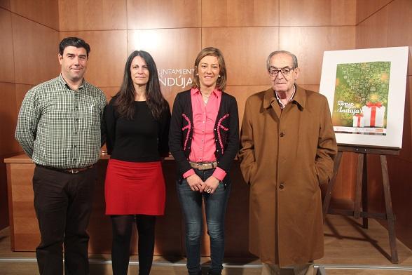 La concejala de Promoción Local, Encarna Camacho, junto al gerente del Centro Comercial Abierto, Ángel Luís Calzado, y el predidente de la Cámara de Comercio de Andújar, Eduardo Criado.