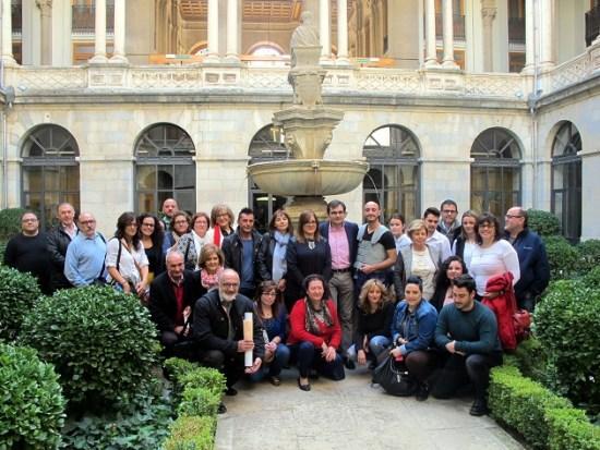 Foto de familia con representantes de los grupos de teatro y gestores culturales de las asociaciones para el desarrollo rural de las comarcas de la provincia.