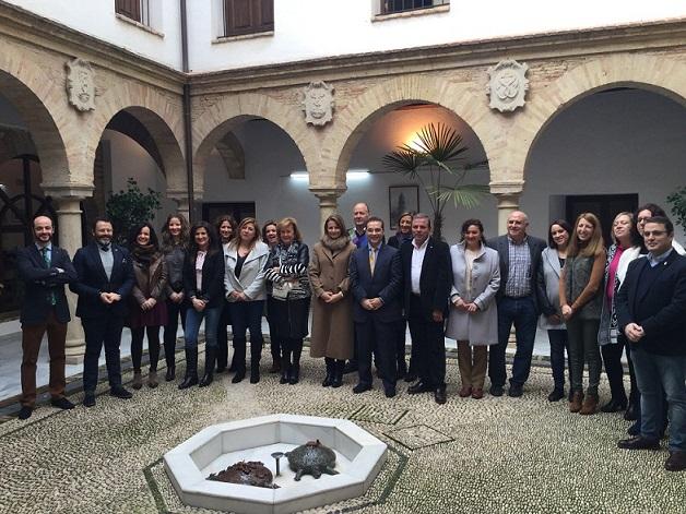 Los delegados y coordinadores territoriales con el Equipo de Gobierno de Andújar.