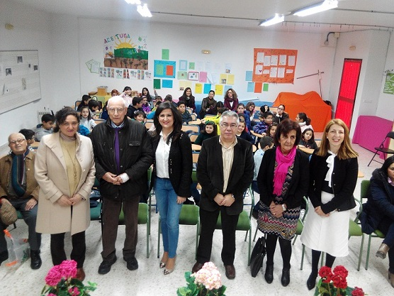 La delegada territorial de Educación, Yolanda Caballero, ha participado en este encuentro literario con escolares de Andújar.
