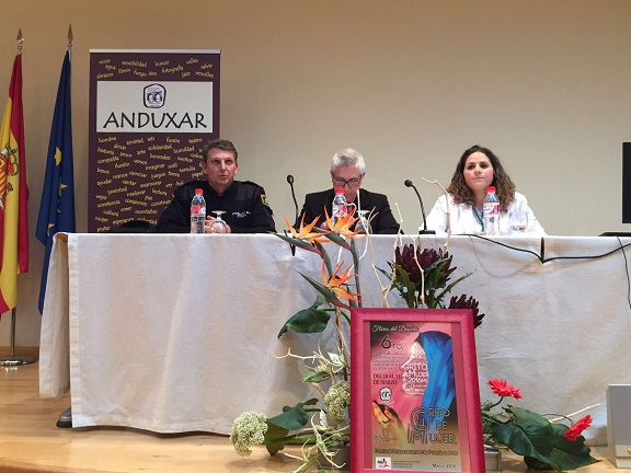Una imagen de los ponentes de esta conferencia sobre maltrato y violencia de género.