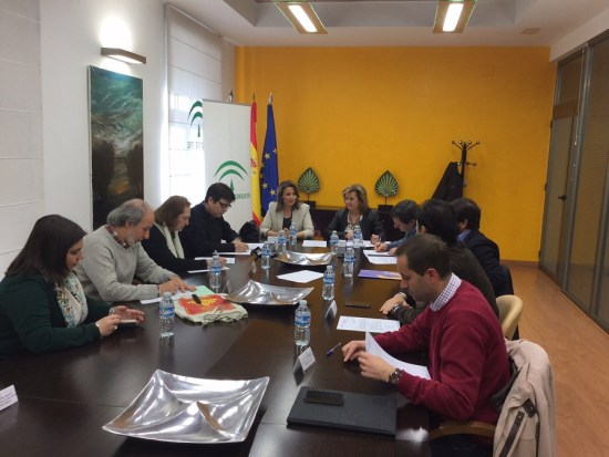 La delegada del Gobierno, Ana Cobo, presidió el Consejo Provincial de Consumo.