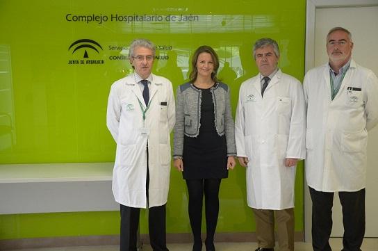 La delegada del Gobierno, Ana Cobo, ha mantenido una primera toma de contacto con el nuevo director gerente del Complejo Hospitalario de Jaén, José Luis Salcedo.