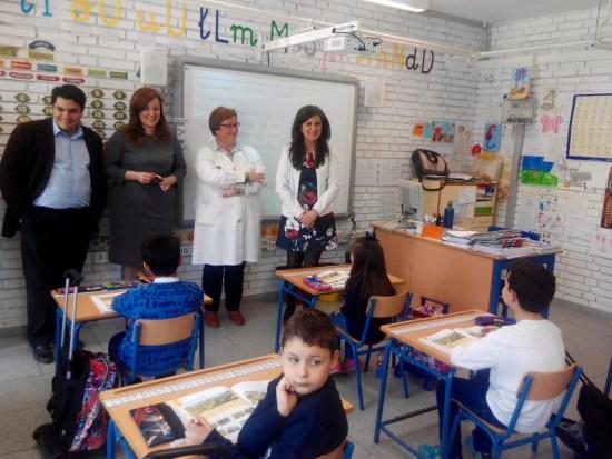 La delegada territorial de Educación, Yolanda Caballero, durante su visita a los centros educativos de Marmolejo.