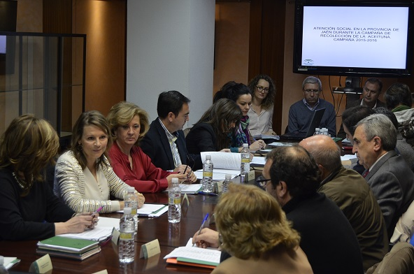 Ana Cobo presidió la reunión del Foro Provincial de la Inmigración.