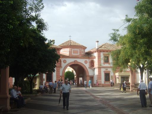 El edificio de Correos está situado en la Plaza de la Constitución, de Andújar.