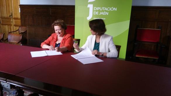 Pilar Parra y Belén Navarro suscribieron el convenio de colaboración.