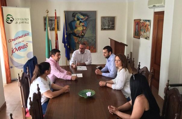 El presidente de la Diputación mantiene una reunión con el equipo de gobierno municipal de Escañuela.