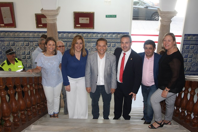 Ana Cobo, Susana Díaz, Francisco Reyes y el alcalde de Andújar, Paco Huertas, junto a miembros de su equipo de gobierno municipal.