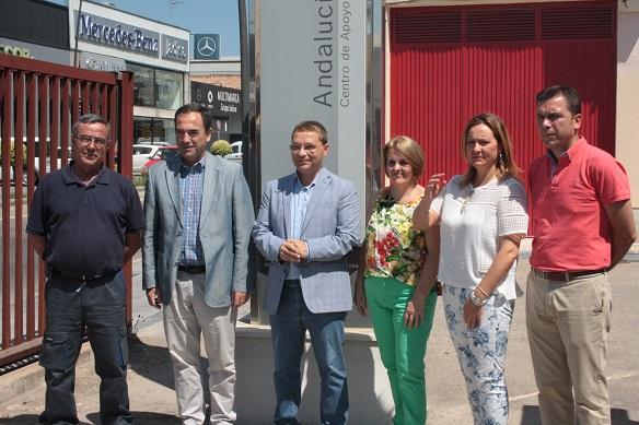 El delegado territorial de Economía, Innovación, Ciencia y Empleo, Antonio de la Torre, junto al alcalde de Andújar, Paco Huertas.