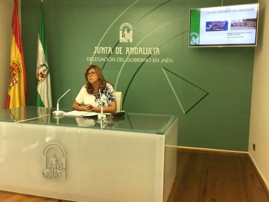 La delegada territorial de Cultura, Turismo y Deporte, Pilar Salazar, en rueda de prensa.