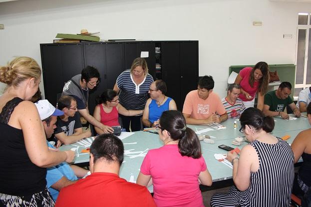 La concejala de Igualdad y Bienestar Social, Josefa Jurado, en su visita a la Escuela de Verano de Andújar.