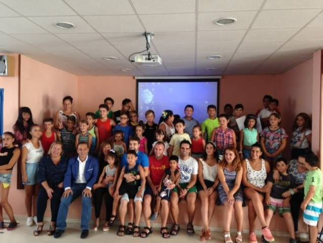 El alcalde de Andújar, Francisco Huertas, y Josefa Jurado asistieron a la clausura de la Escuela de Verano.