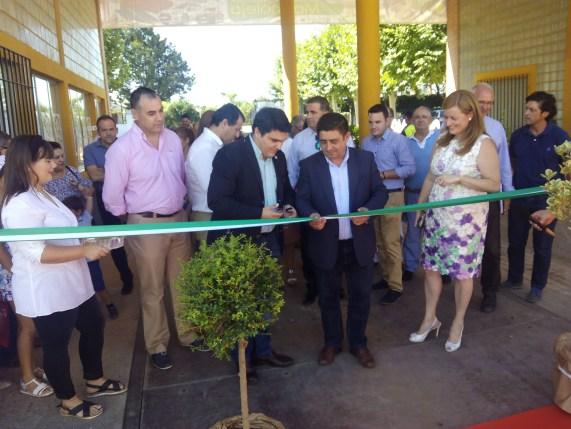 nauguración de Expo Marmolejo por Francisco Reyes y Manuel Lozano, alcalde de la localidad.