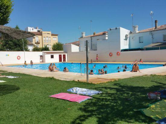 Una imagen de la piscina municipal de Lopera.