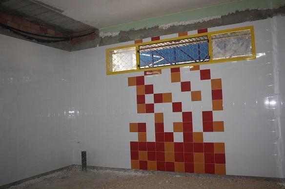 Mejora con los cambios de tabiques y azulejos en la Estación de Autobuses de Andújar.