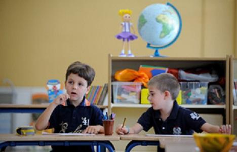 Dos escolares en su aula. Foto: Junta de Andalucía.