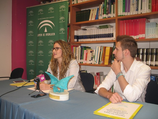 La coordinadora provincial del Instituto Andaluz de la Juventud, Ana Morillo, en rueda de prensa.