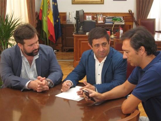 Manuel Alfonso Torres, Francisco Reyes y Mario Azañón, en la reunión mantenida en la Diputación de Jaén.