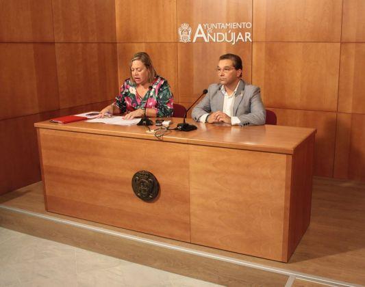 Francisco Huertas y Josefa Jurado informan de estas ayudas a la contratación.