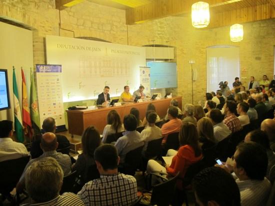 """Cerca de un centenar de personas participan en el encuentro profesional sobre """"Rehabilitación Energética y Accesibilidad en Edificios""""."""