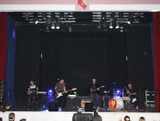"""Un momento de la actuación de la banda """"Caballito de Mar Man""""."""