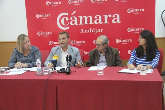 El alcalde de Andújar, Paco Huertas, ha anunciado la puesta en marcha de dos nuevas líneas de ayudas municipales.