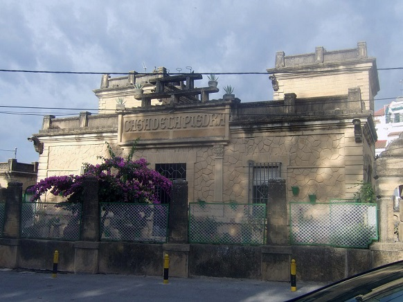 Exterior de la Casa de la Piedra, en Porcuna.