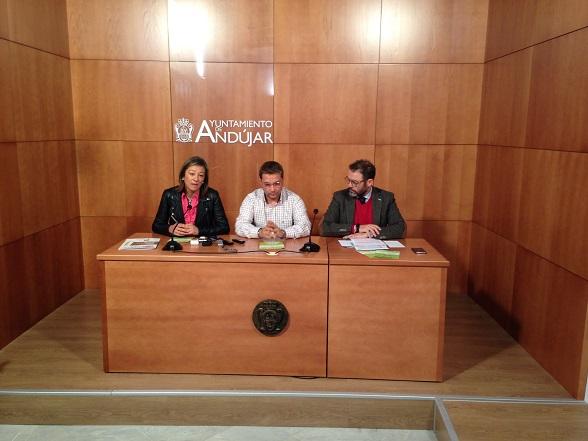 Encarna Camacho, Paco Huertas y Rafael Valdivielso, durante la presentación de estas jornadas.
