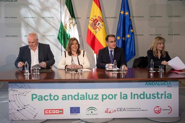 La presidenta de la Junta, acompañada por el presidente de la CEA y los secretarios generales de UGT-A y CCOO-A. Foto: Junta de Andalucía.
