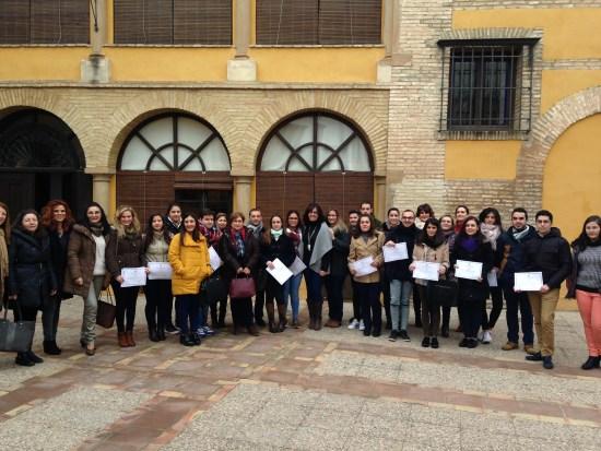 El alcalde de Andújar, Paco Huertas, junto a la concejala de Juventud, Nuria Rodríguez, y los jóvenes participantes en este programa.