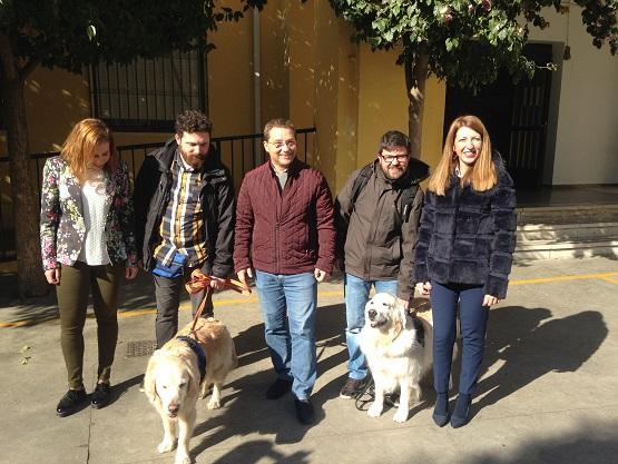 El alcalde de Andújar, Paco Huertas, la concejala de Educación, Alma Cámara, y el coordinador del proyecto, David Ordóñez, han asistido a la presentación de esta actividad.