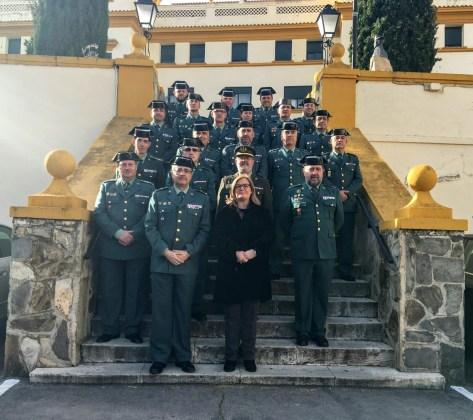 La subdelegada del Gobierno, Francisca Molina, junto a los guardias civiles de la Comandancia de Jaén.