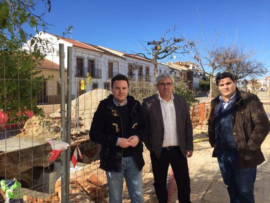 Bartolomé Cruz y Manuel Lozano, durante su visita a estas obras en Marmolejo.