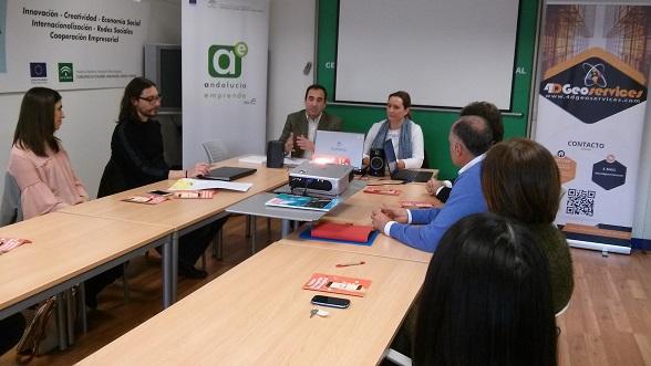 El delegado territorial de Economía, Innovación, Ciencia y Empleo, Antonio de la Torre, presenta el programa Minerva.
