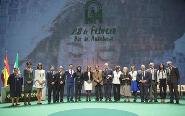 Foto de familia de los galardonados por el Día de Andalucía.