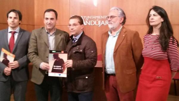 Autoridades asistentes a la presentación de la iniciativa 'Sé Digital Andalucía' en Andújar.