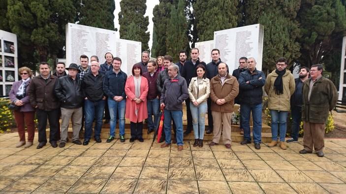 Asistentes al acto de memoria histórica celebrado en Andújar.