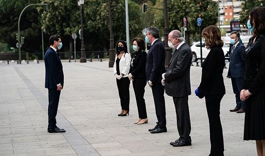 El Gobierno andaluz invita al resto de instituciones a sumarse al duelo oficial por las víctimas del Covid-19.