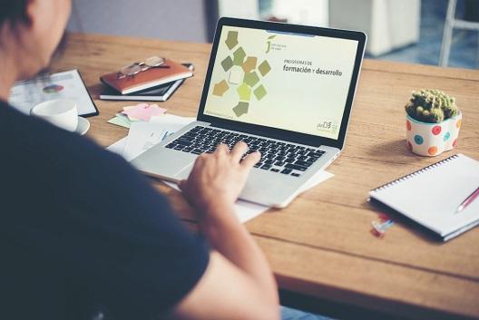 La Diputación destaca el éxito de los cursos de formación online para desempleados, autónomos y emprendedores.