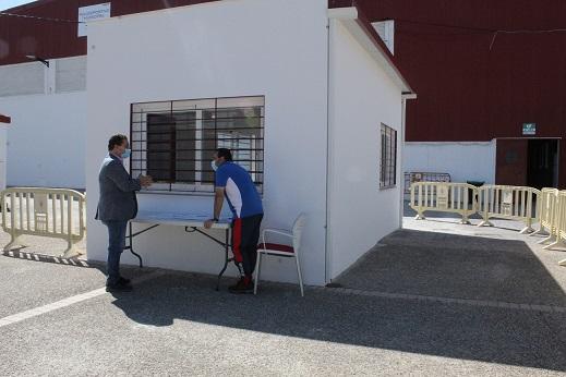 """El Ayuntamiento de Andújar realiza una """"puesta a punto"""" de las instalaciones deportivas municipales y prosigue con las actuaciones programadas."""
