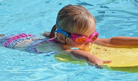 Consumo recomienda comprobar el marcado CE de seguridad en los juguetes infantiles de baño y playa.