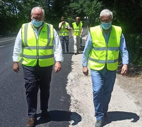 La Consejería de Fomento mejora el firme de la carretera de acceso a la estación de Adif de Andújar.