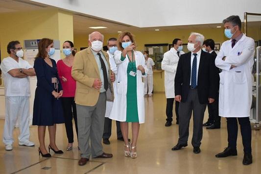 El consejero de Salud y Familias reconoce el trabajo de los profesionales del Hospital Alto Guadalquivir de Andújar.