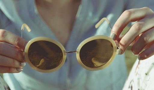 Consumo recomienda adquirir las gafas de sol en establecimientos autorizados y de confianza.