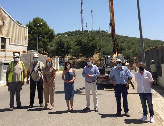 Pedro Bruno se reúne con la alcaldesa de Lopera para abordar el cambio en la red de alumbrado público municipal.
