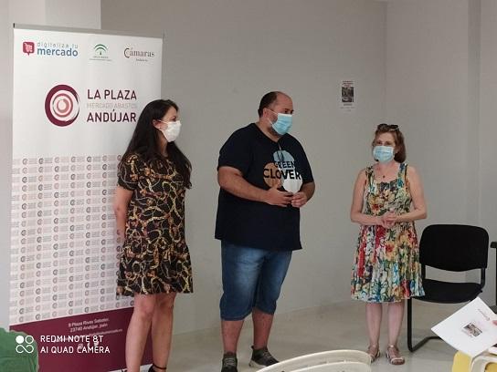 """El concejal de Comercio de Andújar asiste a la inauguración de las jornadas formativas, """"¿Cómo vender en internet?"""""""